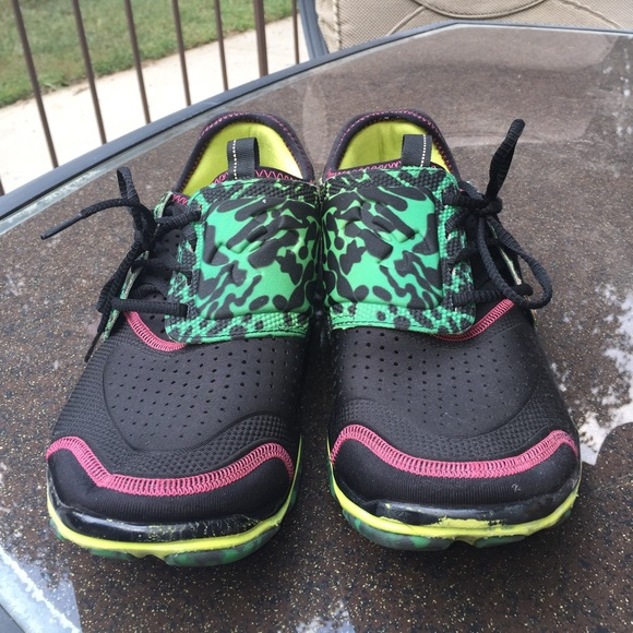 Under Armour Mens Micro G Toxic Six