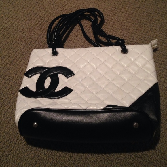 ed1900e09d0b Clutches & Wallets - Knockoff Chanel quilted bag