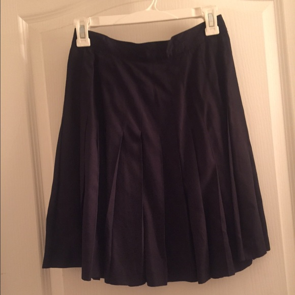 gap black pleated gap skirt from jo doesnt trade s