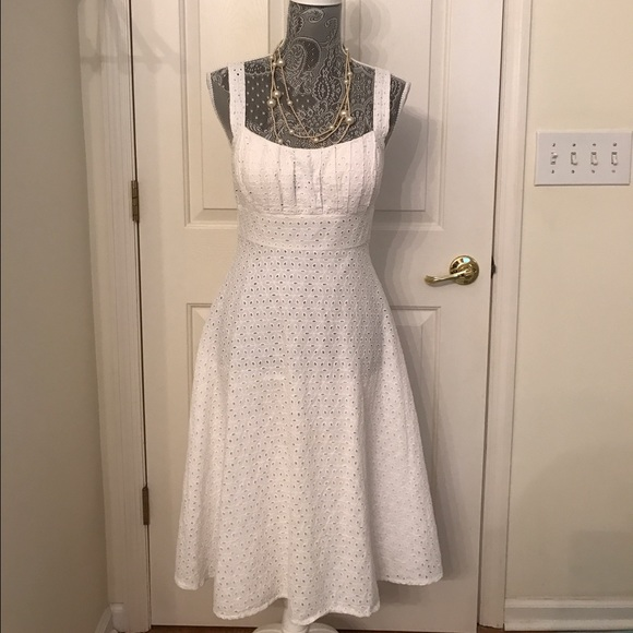 8220155c95 White dress with built-in bra and eyelets. M 58ab29f72599fedd5100e41d
