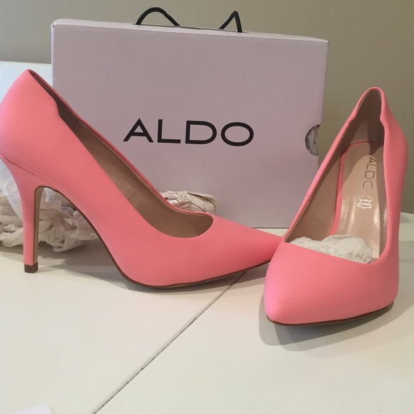 442950fd020c YBUVIA matte pink heels size 8