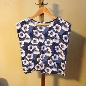Tops - Sleeveless floral top