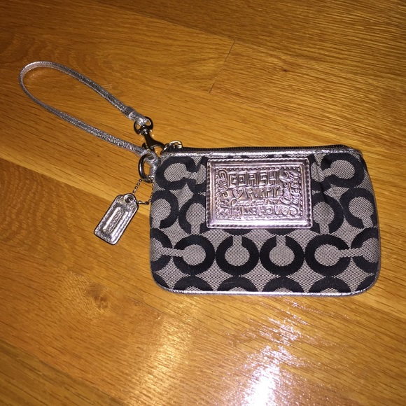 f23352a2 NWOT Coach Poppy Black and Silver Wristlet