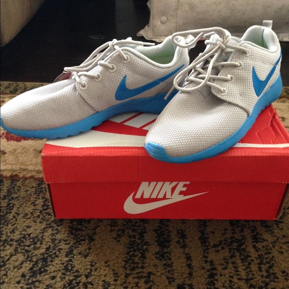 nike roshe size 7y shoes