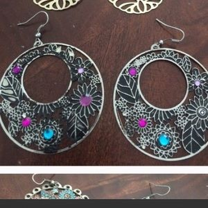 Jewelry - Floral print dangle circle earrings with gems