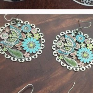 Jewelry - Floral and butterfly dangle earrings