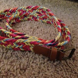 Super colorful, stretchy and comfy belt!