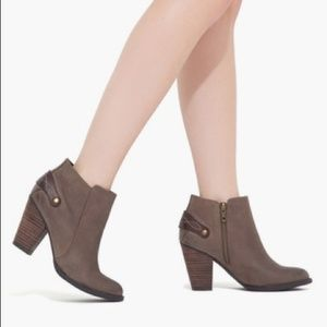 NEW Shoemint Ankle Boots