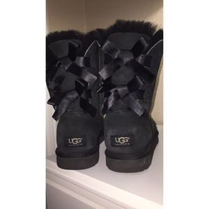 Short black ugg boots with bows!