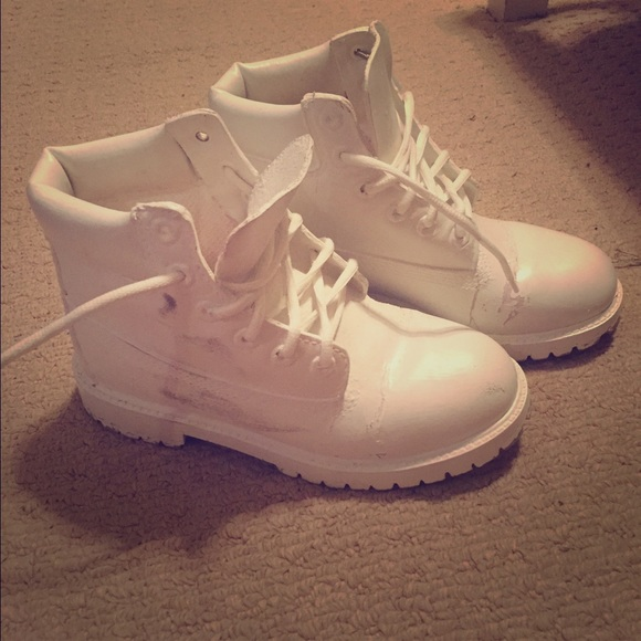 All white timberland boots. M 55c63c27986c422ae8004d98 931691e0e