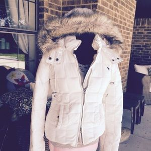 Quilted white coat with hood with fur lining.