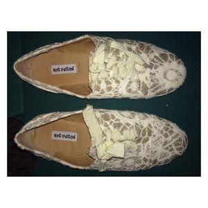 Francesca's Collections Gold Lace Shoes!