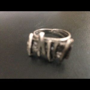 Jewelry - Stunning Silver ring