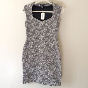Forever 21 Dresses & Skirts - Black & Cream Rose Print bodycon Sleeveless Dress