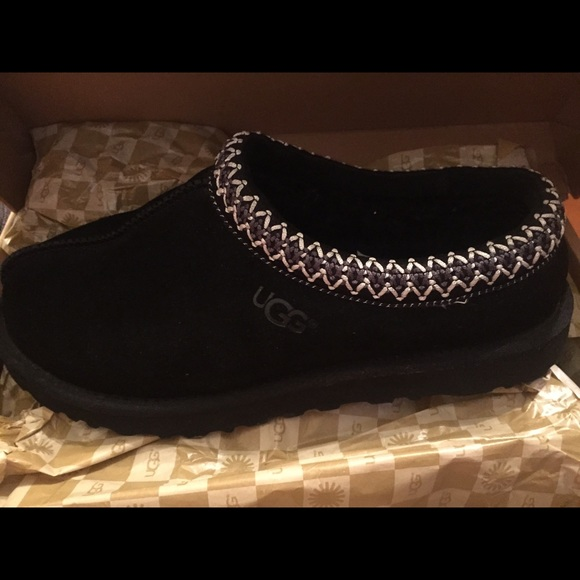 e55fca05350 Ugg Tasman Black Shoes Slippers Size 9