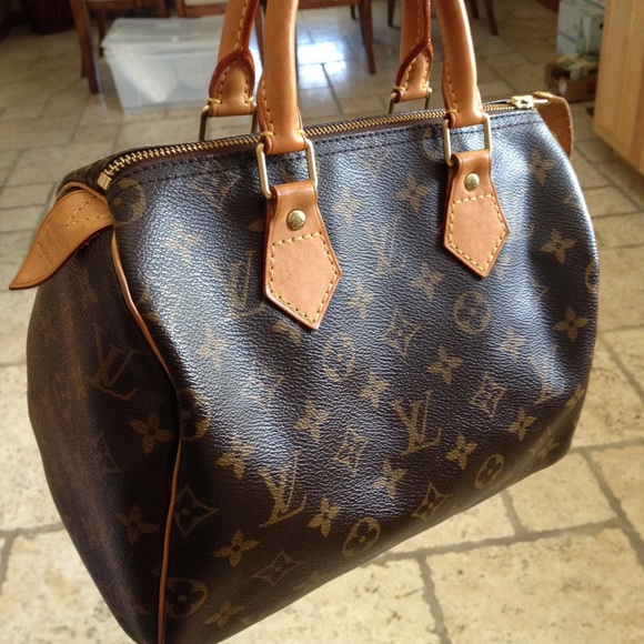 fd9621c7401d Louis Vuitton Handbags - Louis Vuitton Speedy 25