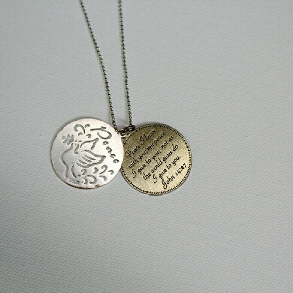 Forever 21 Jewelry - Pendant necklace