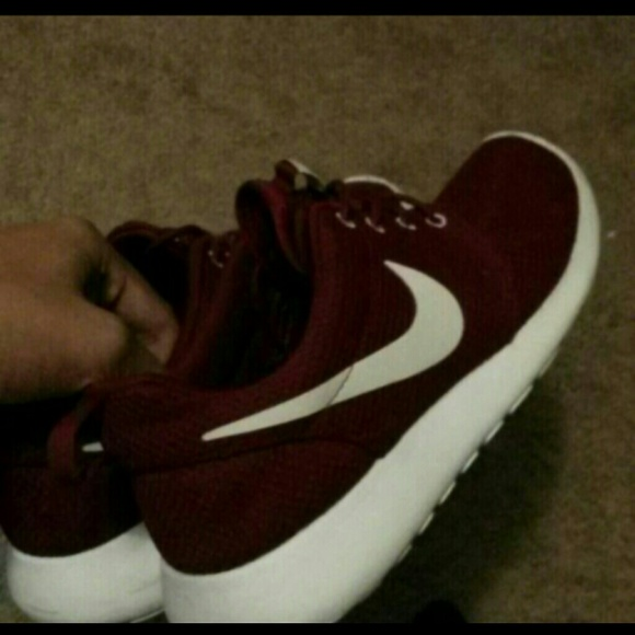 watch e235a e1202 Mens Nike Team Red(maroon) roshe run