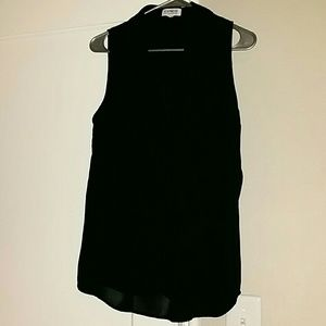 Tops - Black sleeve less button up work shirt