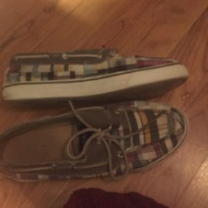 Plaid sperrys