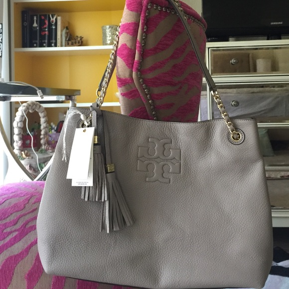 72c9a7f526e Tory Burch Thea Chain Shoulder Slouchy tote