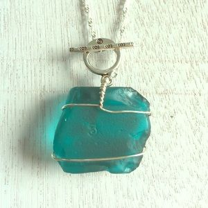 Jewelry - HP🎉Wire wrapped sea glass necklace