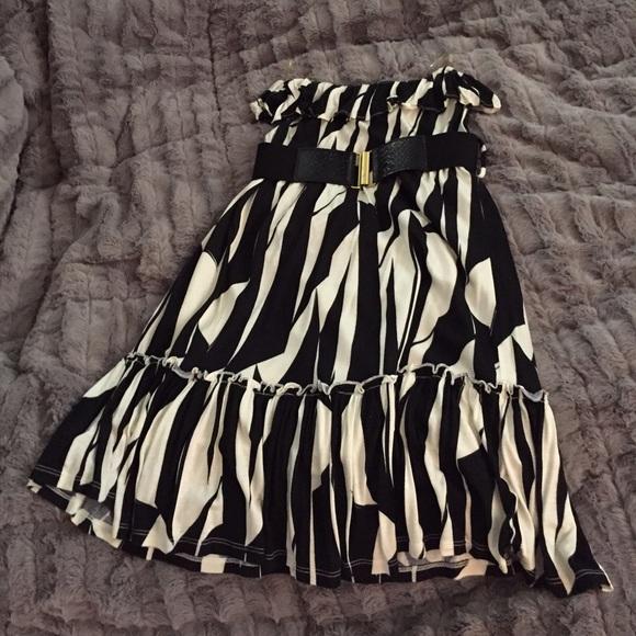 Forever 21 Dresses & Skirts - BOGO! Cute and flirty black and cream dress