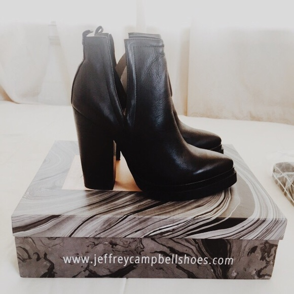 9c2146be3309a 💥BRAND NEW💥 Jeffrey Campbell Who s Next Bootie
