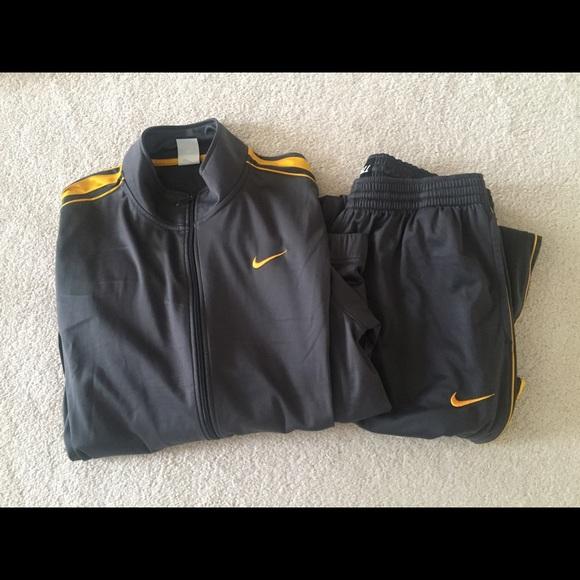 843485835dfe Men Nike Sweatsuit. M 55ca220cbf441c3edd019d23