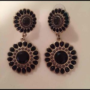 Jewelry - Black and gold earrings