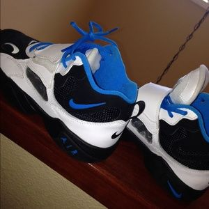 62 Off Nike Shoes Nike Boys Size Us 3 5 Roaches Black