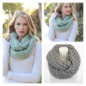 Infinity scarf {{Mint or Gray}}