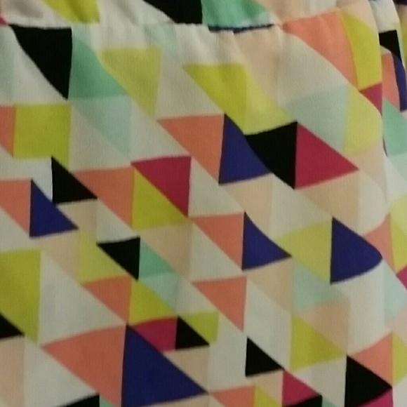 amp 187 geometric multicoloured triangles - photo #17