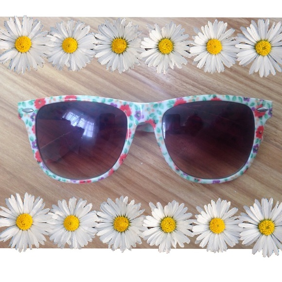 Forever 21 Accessories - Floral Sunglasses 🌺🌸🌻