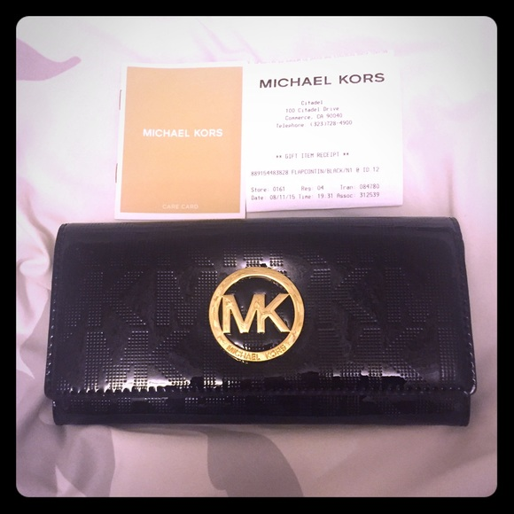 1da2b751124b Michael Kors Fulton Flap Continental Wallet Black