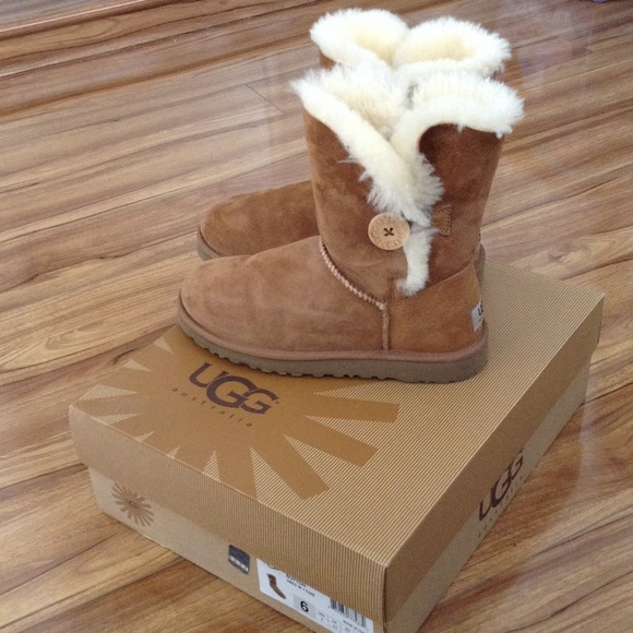 chestnut ugg boots bailey button