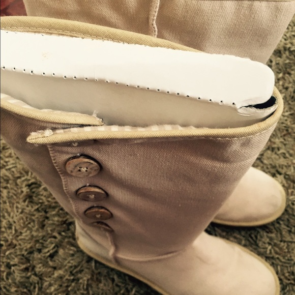bae510e4a97 Authentic nwt ugg boots button up no fur