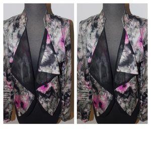 Printed loose front blazer.
