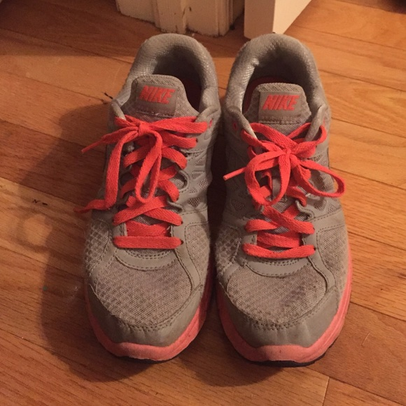 74 nike shoes pink and gray nike tennis shoes from