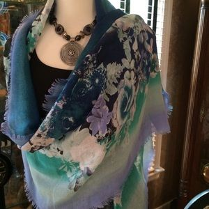 Accessories - Beautiful Floral Scarf  NWOT