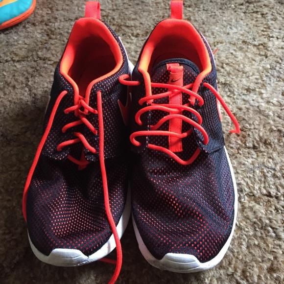 le scarpe nike arancione e nero roshies poshmark