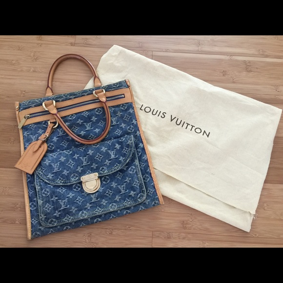 97c49acf1219 Louis Vuitton Handbags - SALE  Louis Vuitton denim flat shopper - like new!