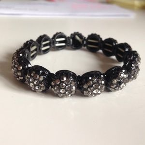 Accessories - Stretchy black beaded bracelet