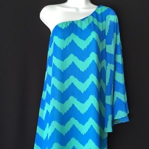 Dresses & Skirts - 👗FINAL PRICE👗Juniors One Shoulder Chevron Dress