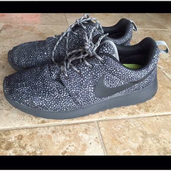 Nike Shoes Womens Roshe Run Pebble Print Poshmark