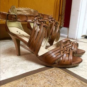 Chinese Laundry tan leather strappy heels. Size 8!