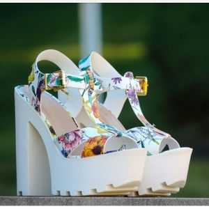 Shoes - White flower platforms