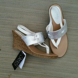 385 Fifth  Shoes - Wedge/Platform Sandals. NWT. Size:7