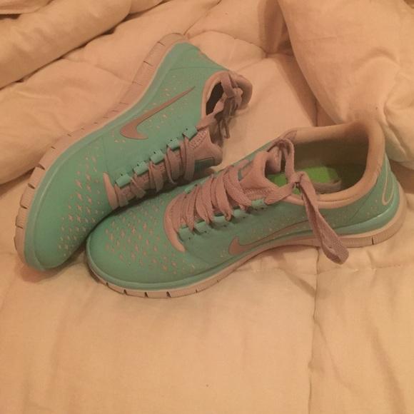 8fc0d014a1e6 Nike Free Run 3.0 V4 Tropical Twist (Tiffany Blue).  M 55cdb764a06f8006ce009d98