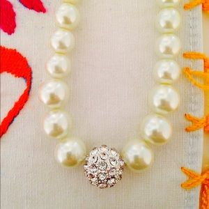 Jewelry - NWOT elegant faux pearl necklace 🎉HP🎉
